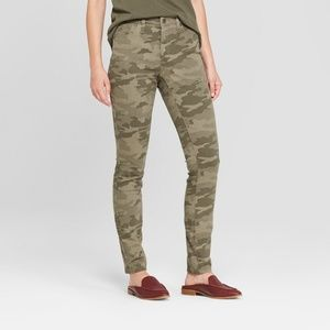 NEW! High-Rise Green Camo Print Skinny Jeans